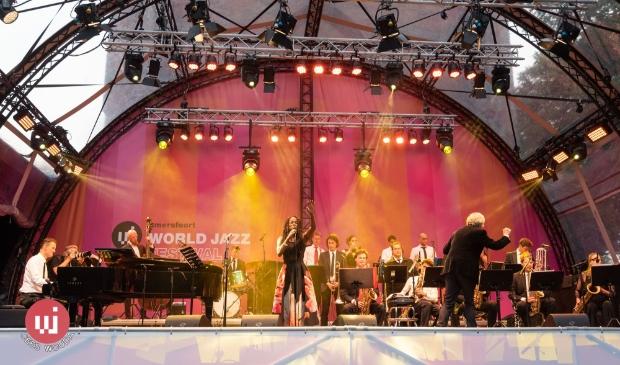 <p>Beets Meutgeert New Jazz Orchestra met Izaline Calister.</p>
