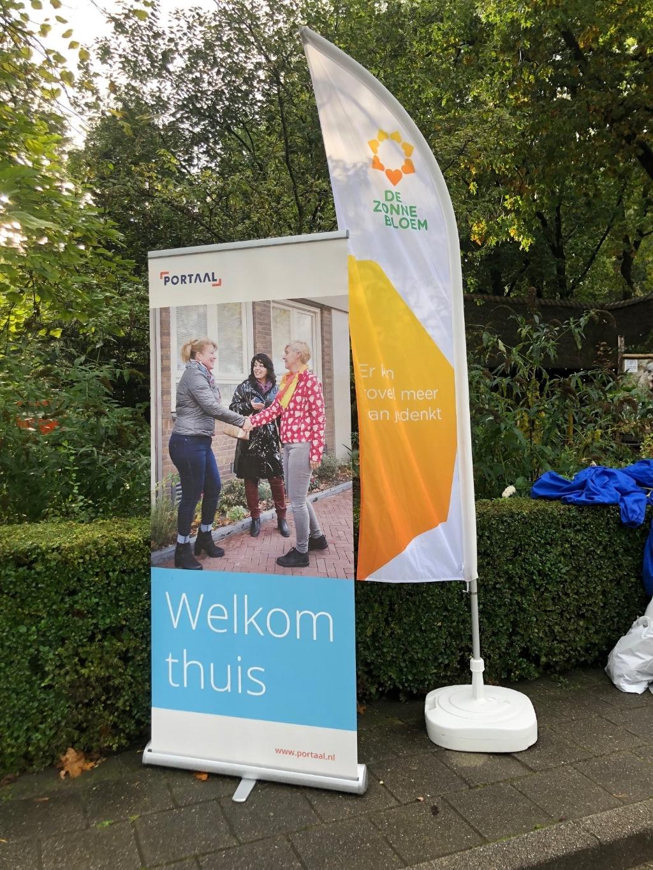 Aanbieder Portaal dierentuin middag voor Zonnebloem gasten Hoogland en Nieuwlanden J.M. Kreijne-Bosman © BDU media