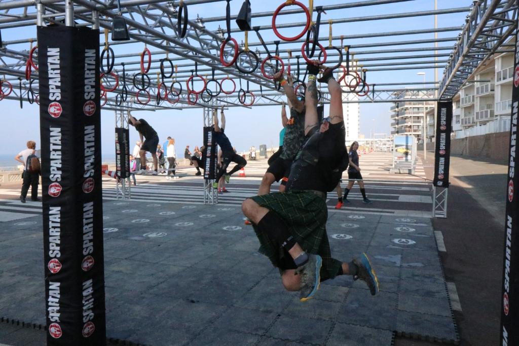 De deelnemers werden getest, afhankelijk van de afstand, op 20 tot 30 obstakels. Wijnand Burger © BDU Media