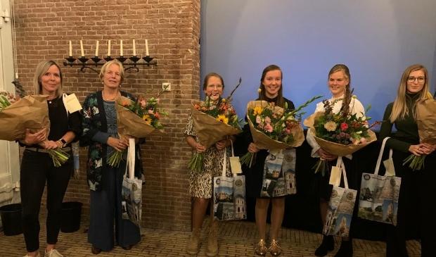 <p>De winnaars in de zes categorie&euml;n op een rij in Slot Loevestein. V.r.n.l. Dani&euml;lle van den Heuvel, Els Kentie-Groeneveld, &nbsp;Lara Krijgsman, Kathelijne Geleijnse, Naomi Bos, Karlijn Roozendaal&nbsp;</p>
