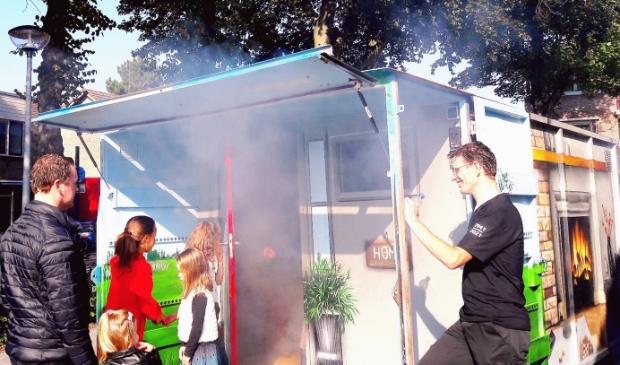 <p>Rookcontainer, springkussen, brandweersirene, verongelukte auto, eerste hulp verlenen, mensen redden&hellip; het kwam allemaal aan de orde tijdens de open dag van de brandweer</p>