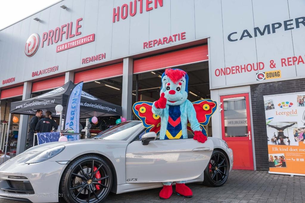 Er stonden mooie auto's, vond Fladdertje ® René van den Brandt © BDU media