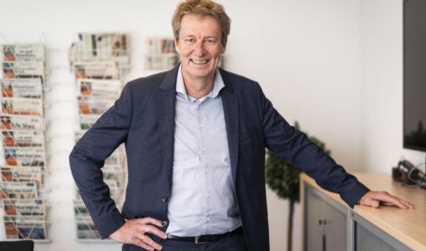 <p>Algemeen directeur Jeroen Cnossen van BDU is blij met het cadeau van de koning.</p>