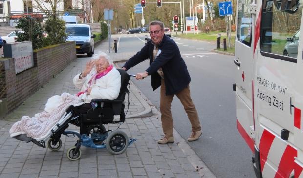 <p>Willem Bos aan het werk als Zonnebloemchauffeur.</p>