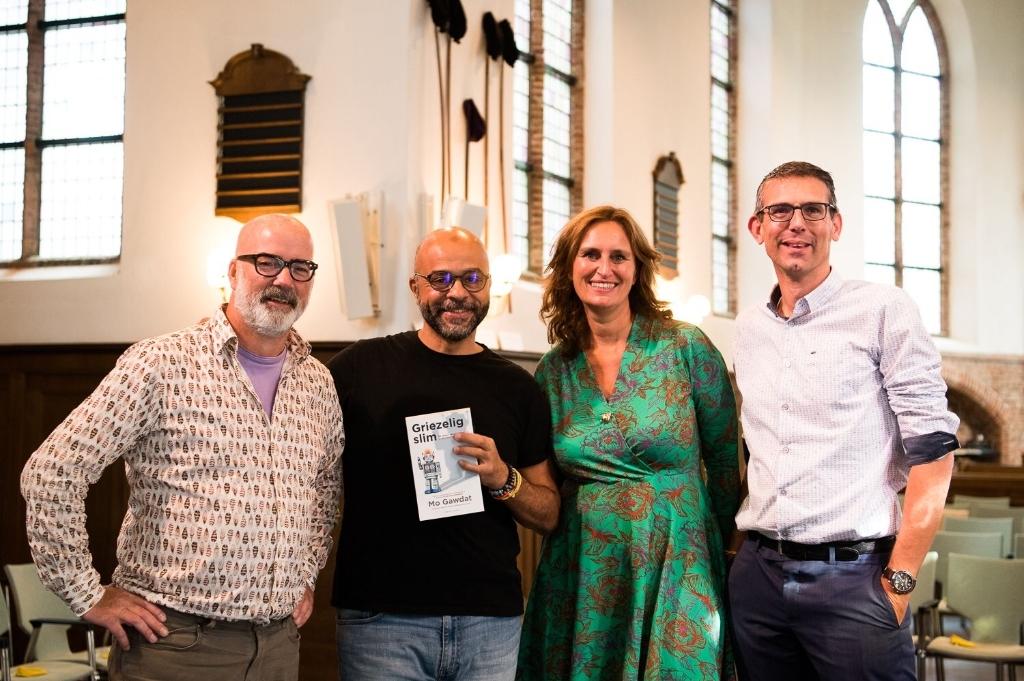 <p>v.l.n.r. Organisatie: Arno Koek (boekhandel Blokker), Mo Gawdat, Sonja Dippel (Dippel Coaching), Pieter Terpstra (Protestantse Gemeente Heemstede).</p>