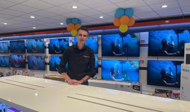 Ronny Looijenga is per 1 september franchisenemer van Expert Harderwijk en heeft als eerst het interieur aangepakt.