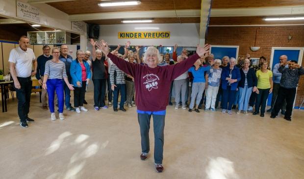 <p>Meebewegen voor ouderen bestaat 30 jaar in Kindervreugd. Rina Teuben Naber vierde het met een bijzondere les.</p>