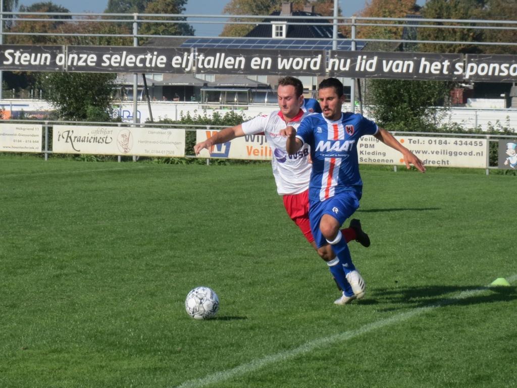 Johan Woltman in een rush aan de zijlijn tegen Alblasserdam Teus Stam © BDU media