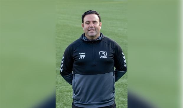 <p>DOVO heeft assistent-trainer Jos&eacute; de la Fuente Pozo op non-actief gesteld.</p>