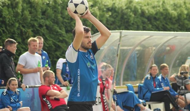 Reehorst speler Niels in de aanval