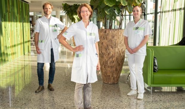 Het AYA-zorgteam, bestaande uit oncoloog Pieter de Mol, verpleegkundig specialist Lieneke Homans en gespecialiseerd verpleegkundige Gerietha van de Lustgraaf.