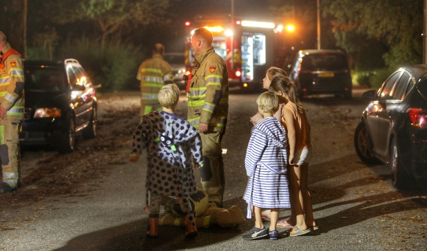 <p>De brand trok veel bekijks, vooral van nieuwsgierige kinderen die vol vragen zaten voor de brandweer.</p>