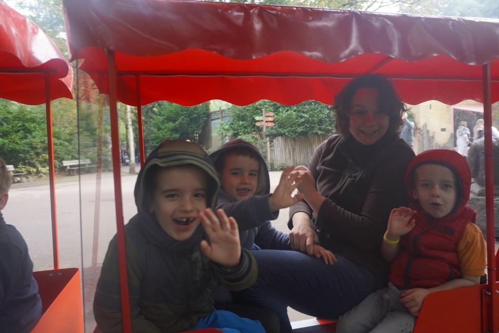 Gezin geniet van bezoek aan dierentuin vanwege 25 jarig jubileum Home-Start Eemland G.Rikken © BDU media