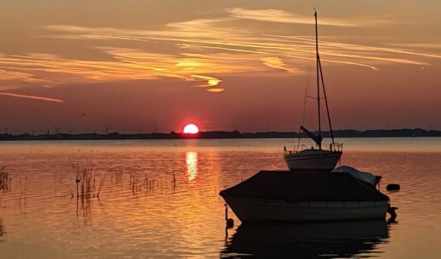 Prachtige zonsondergang aan het Wolderwijd