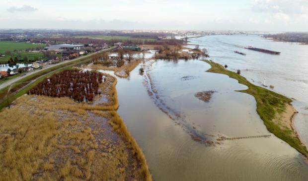 <p>Hoogwater bij Boven-Hardinxveld.</p>