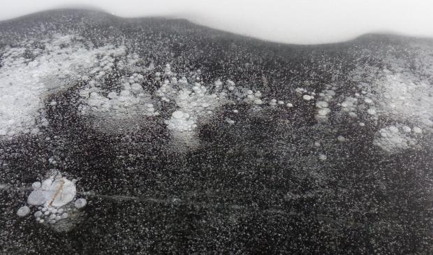 bevroren luchtbellen