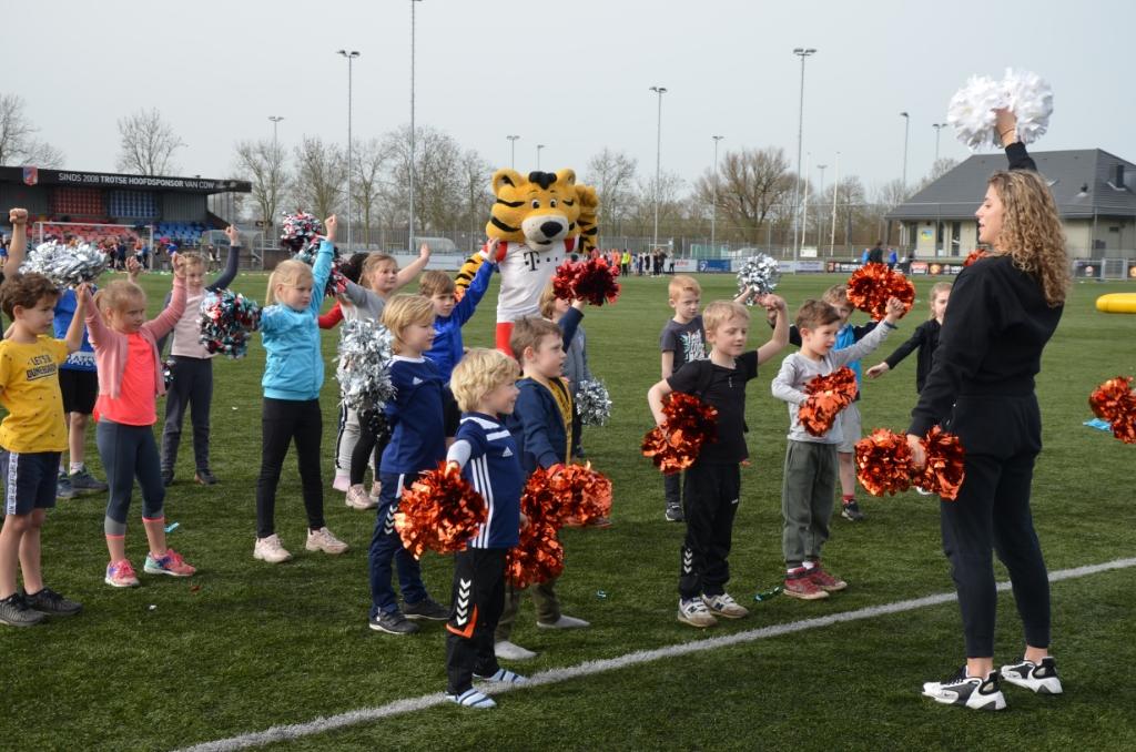 Echte cheerleaders Ali van Vemde © BDU media