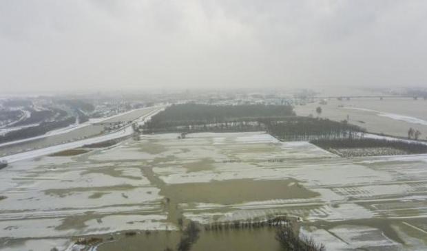 <p>Jsvorming in natuurgebied Avelingen bij Gorinchem, tussen het Kanaal van Steenenhoek (links) en de Merdewe (rechts). </p>