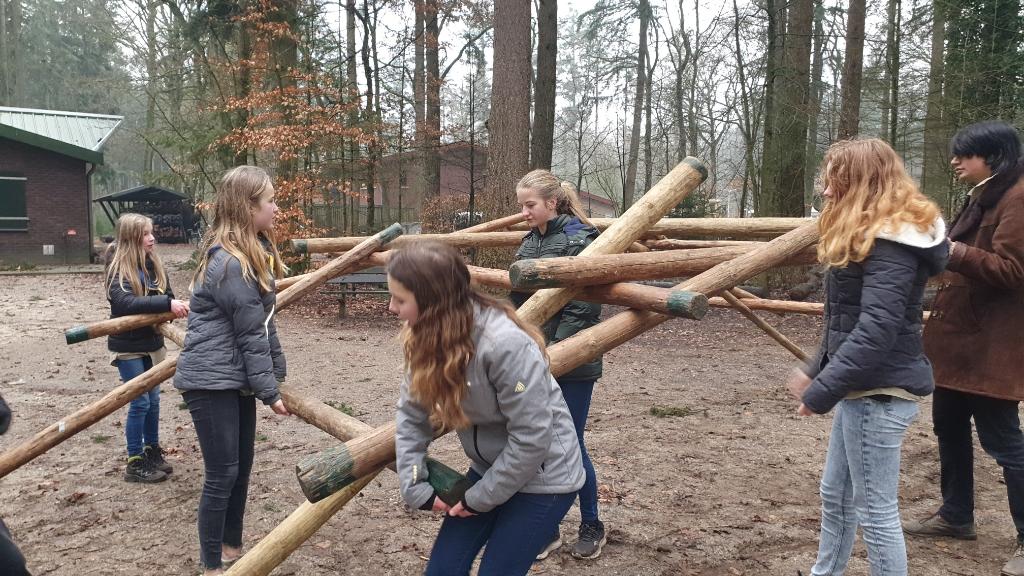 de scouts bouwen een brug Toon Hollanders © BDU media