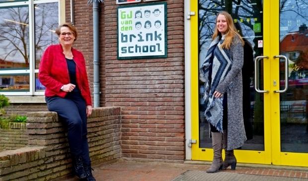 <p>Alice Haak (links) en Mariska Stap: &quot;Nee hoor, de naam &#39;kakschool&#39; hoort niet meer bij ons. We zijn er voor iedereen!&quot; (foto Jan Boer)</p>