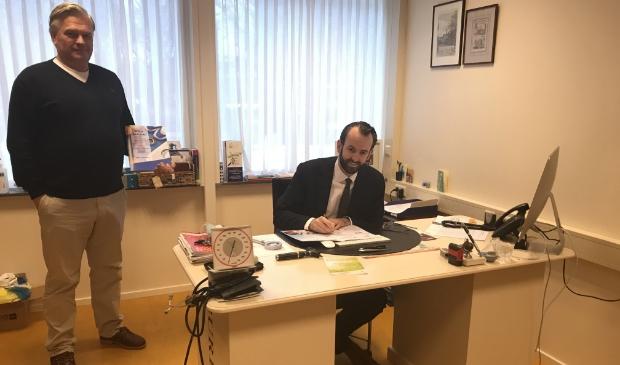<p>Wethouder Van der Geest en bestuursvoorzitter Pons ondertekenden het regioakkoord om het leefstijlprogramma Gorinchem te realiseren</p>