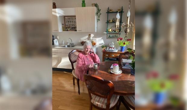 <p>Ook de 97-jarige mevrouw Van der Laan uit Bennebroek doet via Welzijn Bloemendaal mee aan Telebakkie. </p>
