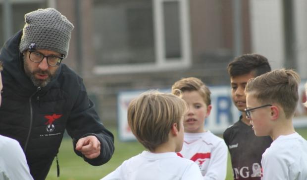 <p>Wilco Diepenveen, nu nog trainer van de JO11-2.van Valleivogels, wordt assistent-trainer van het eerste.</p>