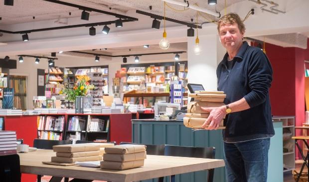 <p>Per dag verwerkt de boekwinkel van Hans de Sain tussen de 75 en 200 bestellingen, dat is meer dan hij had gehoopt. &nbsp;</p>