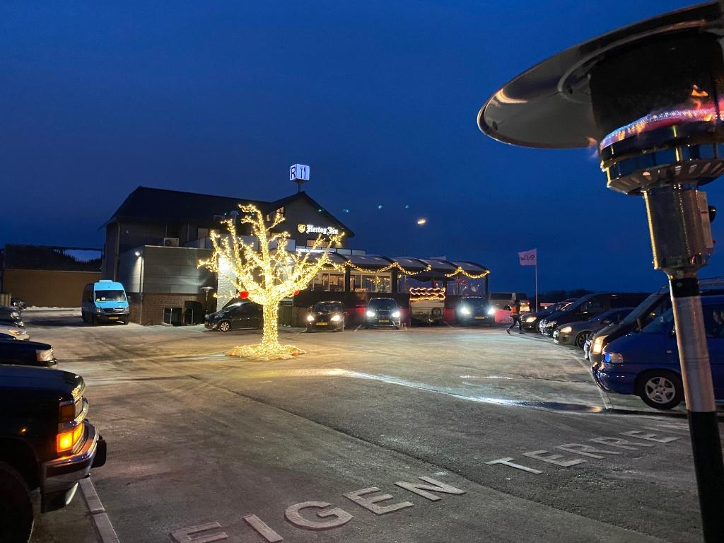 De fraai verlichte boom in het midden zorgt zoveel mogelijk voor een restaurantgevoel. pr © BDU media