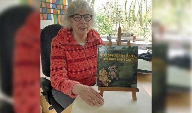 <p>Leida Lok trots op haar tweede &#39;Beren&#39; boekje</p>