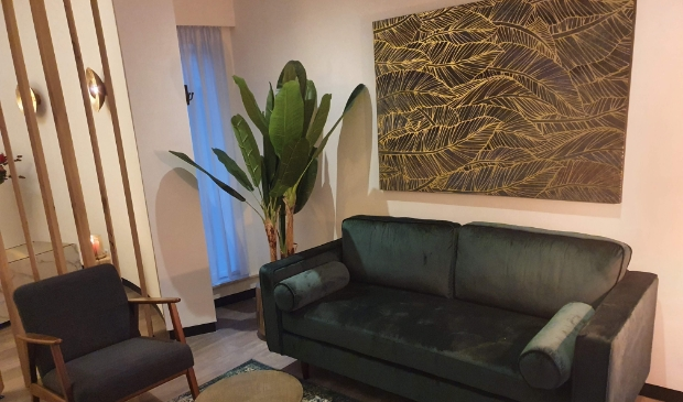 <p>De als huiskamer ingerichte familiekamer biedt alle rust voor samenzijn en afscheid in Uitvaartcentrum De Engenhof</p>