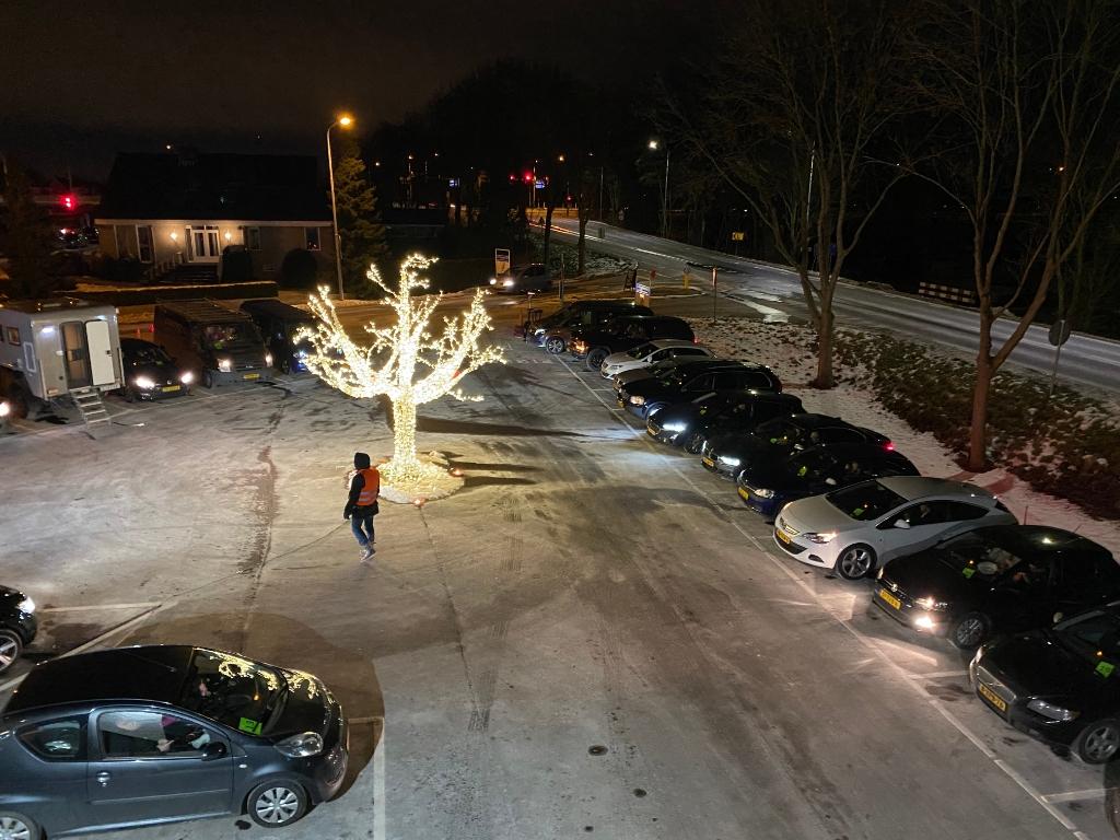 Gezellig staan de auto's op een rij. pr © BDU media
