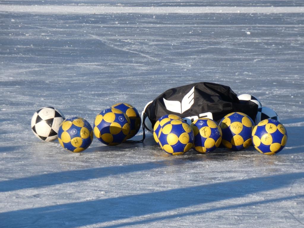 Ballen op het ijs Korfbalvereniging HKC © BDU media