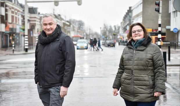 <p>Barbara Illing en Ren&eacute; Gerritsen zijn de media adviseurs voor de Soester Courant en de Baarnsche Courant. Ook op sombere regendagen.</p>