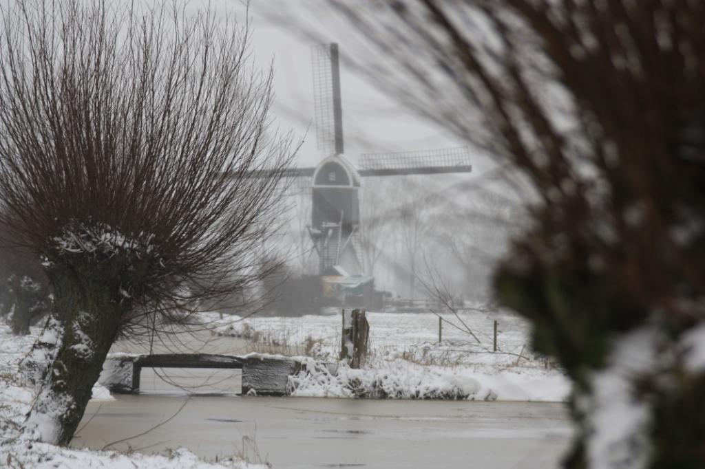 tiendweg in de sneeuw J. Jansen © BDU media