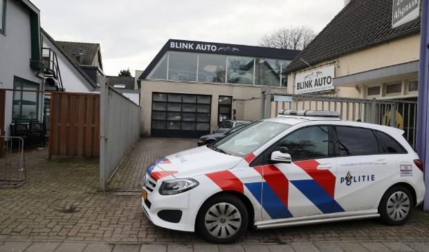 <p>Evenals in november 2018 werd er vrijdagmiddag een inval gedaan bij het autobedrijf aan de Nieuweweg.</p>