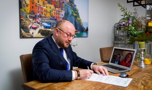 Ondertekening contract Ton Spek, Gemeente Sliedrecht