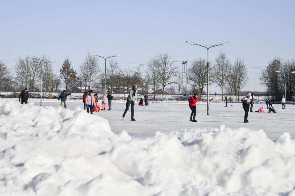 <p>De dagen voorafgaande aan de opening was alle sneeuw van de baan verwijderd.</p> Jaap van den Broek © BDU media