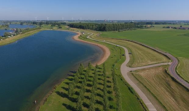 <p>De Stichtse Rijnlanden versterkt de komende jaren de Lekdijk tussen het Culemborgse Veer en de Beatrixsluis. </p>