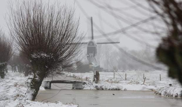 tiendweg in de sneeuw