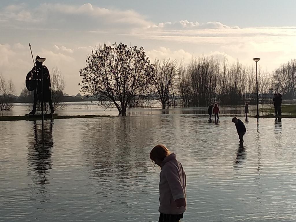 Laarzen aan en lekker door het water  Ali van Vemde © BDU media