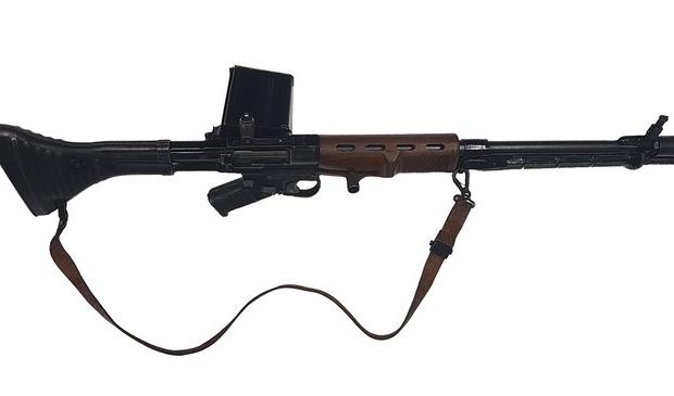<p>Een van de vijftig overgebleven exemplaren van het Fallschirmj&auml;gergewehr FG42.</p>
