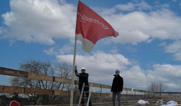 Foto van de vlag op het hoogste punt.