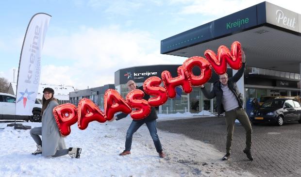 Rosan Kreijne, Kees Kreijne en Jasper Bijl voor de vestiging aan de Zevenhuizerstraat