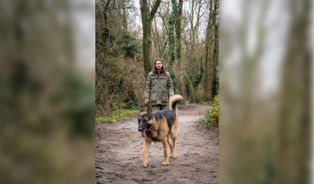 <p>Erik Duijkers zag door de aanhoudende maatregelen juist nieuwe mogelijkheden en startte een hondenuitlaatservice.</p>