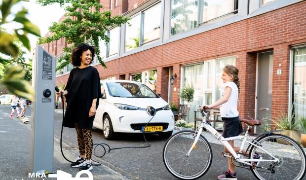 <p>Het laden van een elektrische auto moet net zo makkelijk worden als het laden van een mobiele telefoon.</p>