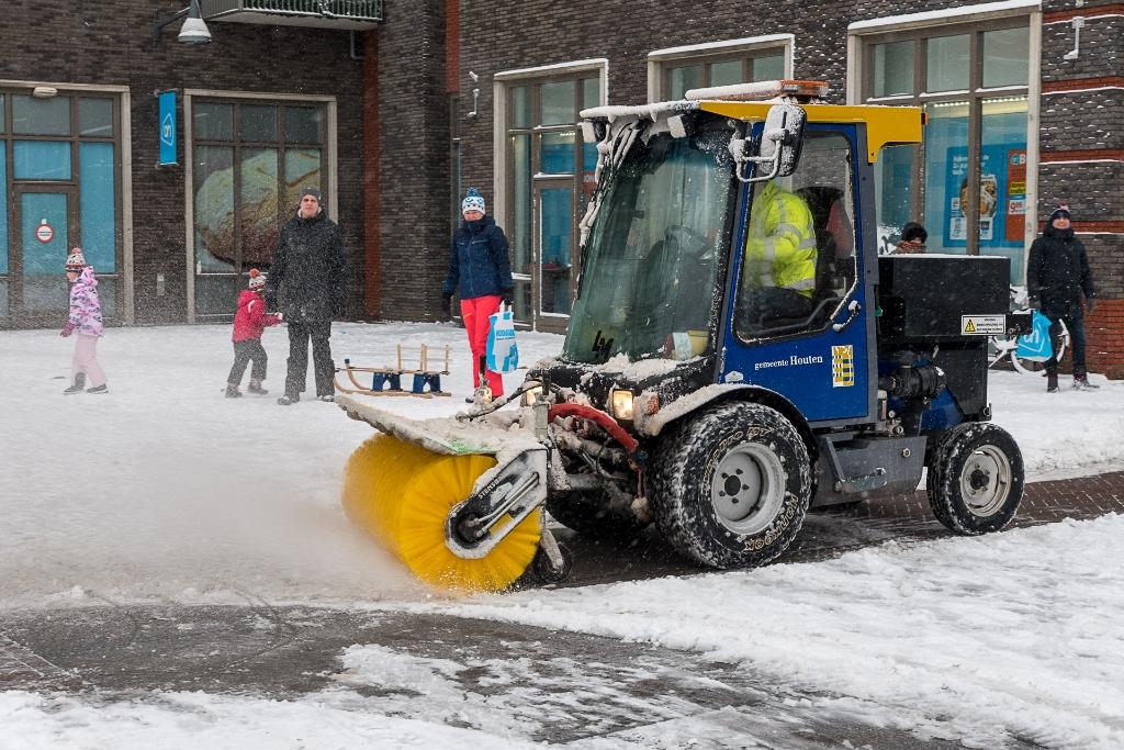 <p>Sneeuw ruimen</p> Rene van den Brandt © BDU media