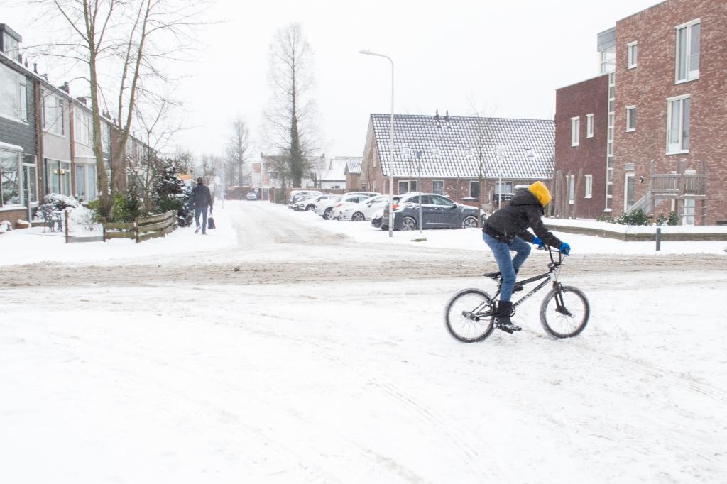 op de fiets door de Nicobergsteinweg Klaas Haitsma © BDU media