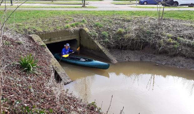 <p>Het water in de Kromme Rijn staat laag</p>