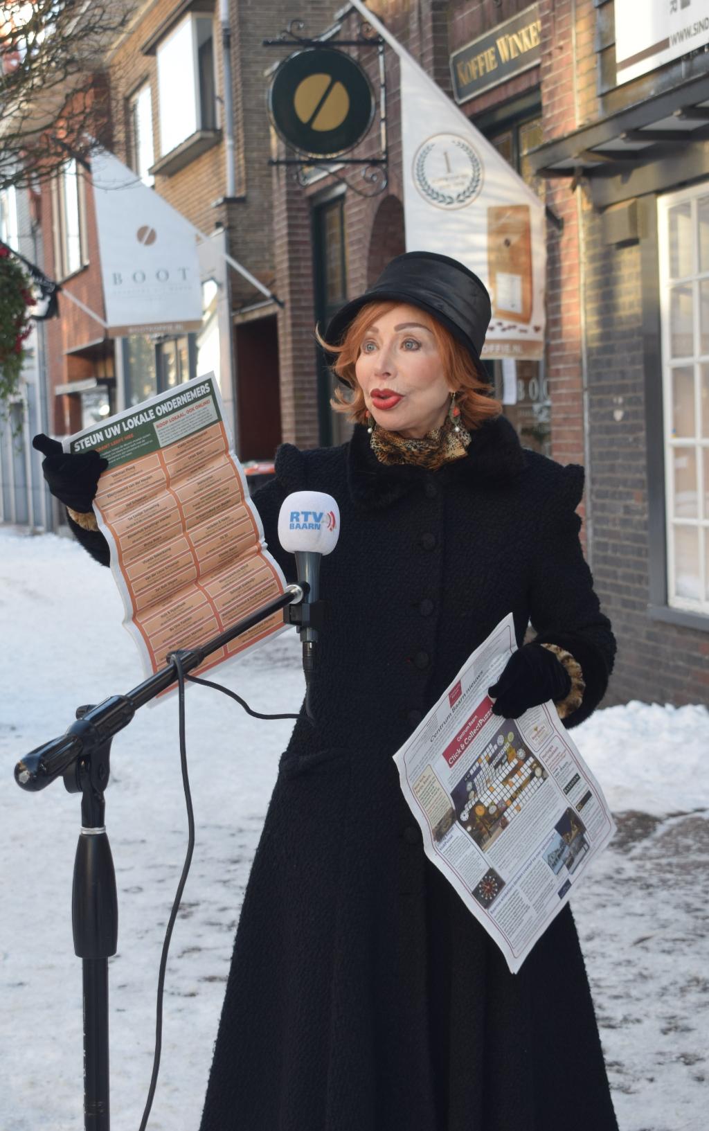 <p>Vol vuur prijst Marijke Helwegen een pagina aan uit de BC.</p> Christine Schut © BDU media